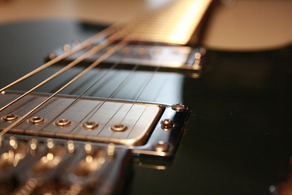 Nahansicht der Tonabnehmer der Lowe Guitars Model One