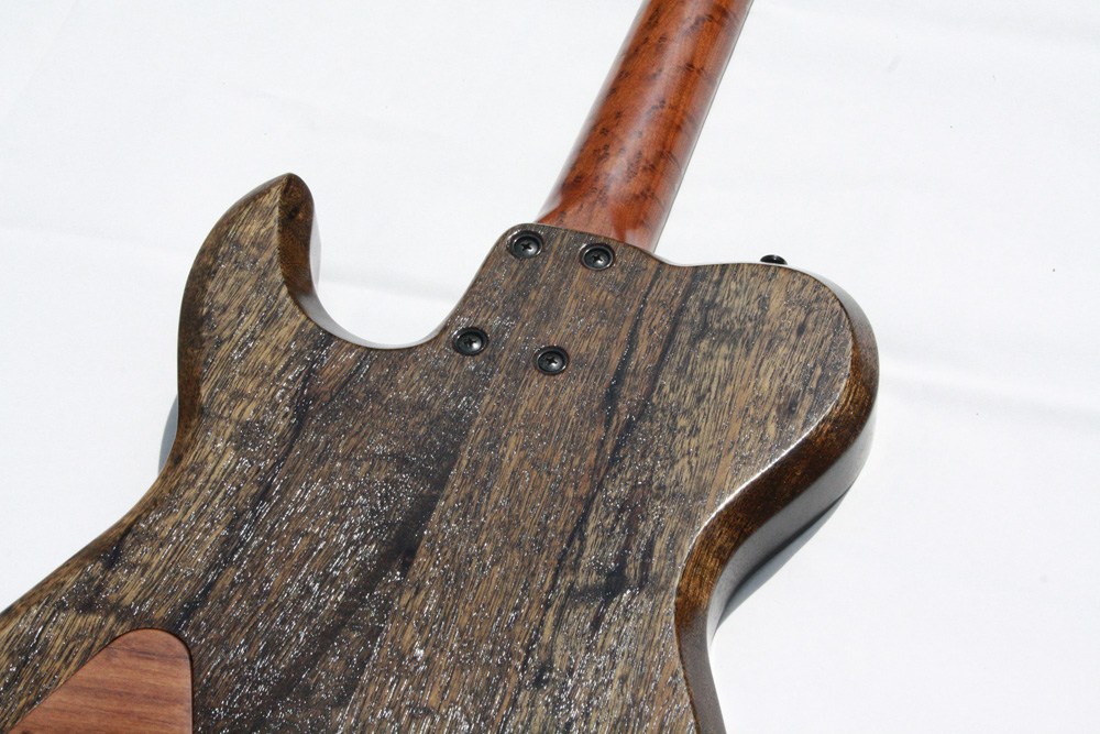 Rückansicht einer Gitarre von Lowe Guitars