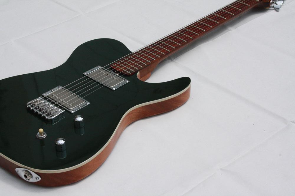Ein grünes Telecaster-Modell von Lowe Guitars